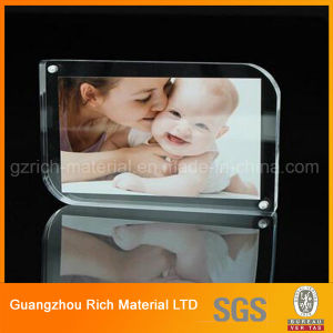 Clear/Crystal Acrylic Picture Frame/Perspex Photo Frame pictures & photos