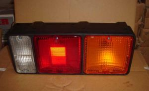 Truck Parts--Tail Light for Mitsubishi FV515/8DC93 (MC855596/ 214-1957) pictures & photos
