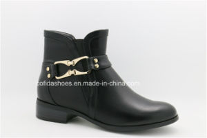 European Casual Flat Women Boots with Fashion Buckles pictures & photos