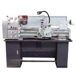 High Precision Universal Gap Bed Lathe Machine (CQ6230A) pictures & photos