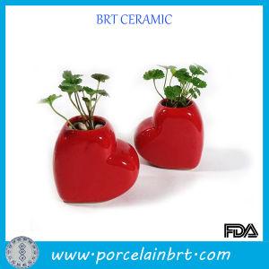 Loving Heart Valentine Ceramic Vase pictures & photos