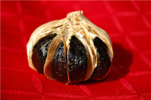 Whole Black Garlic with Some Bulb pictures & photos