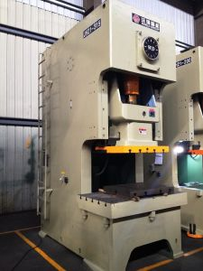 400 Ton C Frame Single Crank Mechanical Power Press pictures & photos