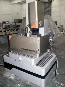 EDM Wire Cutting Machine Kd3240h pictures & photos