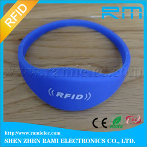 Eco-Friendly 125kHz RFID Silicone Wristband with Tk4100 Chip for Swimming pictures & photos