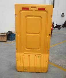 China Manufacturer of Traffic Safety Plastic Barrier pictures & photos