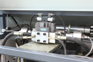 Double Cutting Head Waterjet Cutting Machine for Glass pictures & photos