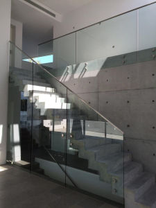 Stainless Steel Handrail Side Mounted Tempered Glass Railing pictures & photos