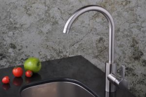 Single Level Handle Brush Nickle Kitchen Sink Faucet Goose Neck Water Tap Mixer pictures & photos