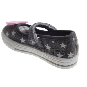 Girl′s Canvas Injection Shoe with Butter pictures & photos