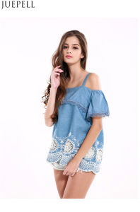 Women Stitching Lace Flounced Hem Embroidered Strapless Tops Wavy Harness Loose Fashion Shirt Blouse pictures & photos