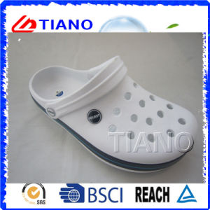 Hot Sale Fashion Simple EVA Men Clogs (TNK40079) pictures & photos