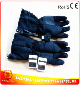 3.7V 2600mAh Rechargeable Li-on Battery Heating Glove pictures & photos