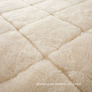 Australian Wool Quilted Reversible Mattress Cover pictures & photos