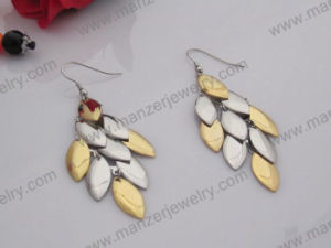 2014 Fashion Maple Leaf Design Gold Earrings