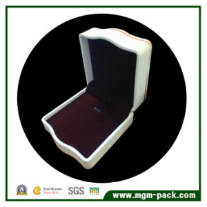 High Quality Cambered Plastic Pendant Jewelry Box pictures & photos