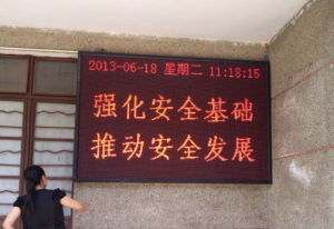 P10 Semi-Outdoor LED Running Message Display pictures & photos