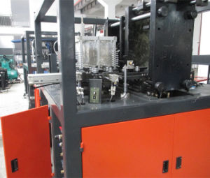 Hand Feed Automatic Blow Moulding Machine 2000ml Milk Bottles pictures & photos