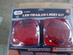 Trailer Light with Double Blister Case and Corrosion-resistant Housing (PB80012) pictures & photos
