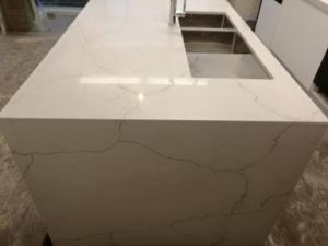 Cheap White Artificial Quartz Calacatta Marble Kitchen Island and Benchtop pictures & photos