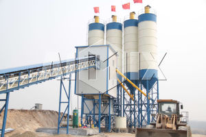 CE Certificate Belt Conveyor Type Concrete Mixing Plant (HZS60) pictures & photos