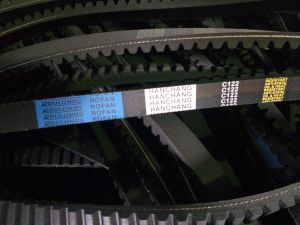 9.5/13*800/825/850/875 Raw Edge Cogged V Belt pictures & photos
