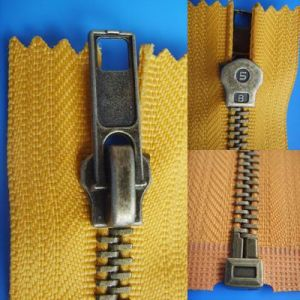 High Quality Brass Zipper pictures & photos