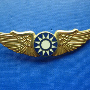Irregular Gold Plate Badge with Plating Colorful Logo (GZHY-BADGE-022) pictures & photos