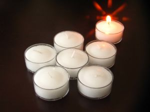 White Tealights in Polycarbon Cup (T023) pictures & photos