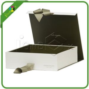 Guangzhou Paper Packaging Supplier Magnetic Closure Gift Box Kraft pictures & photos