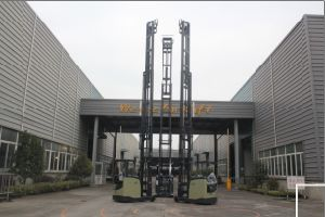 Sit-on Reach Stacker pictures & photos