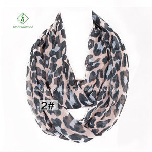 2017 Europe Viscose Leopard Printed Infinity Neck Warmers Fashion Scarf pictures & photos