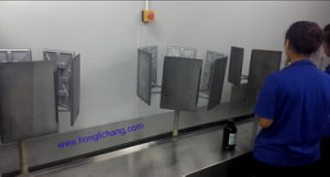Dustfree Static-Gun Automatic UV Spray Coating Line pictures & photos