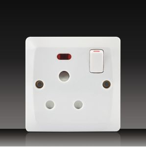 1 Gang Wall Switch with 15A Socket (BK14) pictures & photos