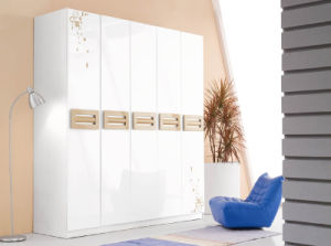New Elegant Design High Gloss Lacquered Modern Bedroom Furniture (HC917) pictures & photos
