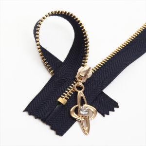 Fashion Style No. 3 Gold Brass Zipper with Diamond Puller pictures & photos