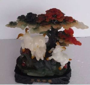 Customized Elegant Resin Craft with High Paint pictures & photos