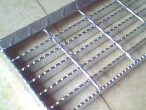 China Stainless Steel Bar Grating on Sale pictures & photos