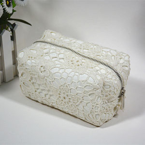 2016 New Arrival Fashion Lace with Polyester Cosmetic Bag pictures & photos