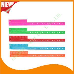Entertainment 5 Tab Vinyl Plastic Wristbands ID Bracelet (E6070-5-2) pictures & photos