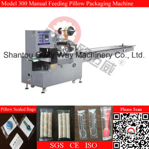 Manual Feeding Flow Pack Biscuit Packing Machine pictures & photos