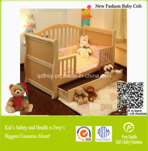 Safety Baby Product of Wood Baby Cib pictures & photos