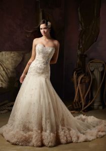 Beaded Embroidery Bridal Tulle Wedding Gowns (WMA008) pictures & photos