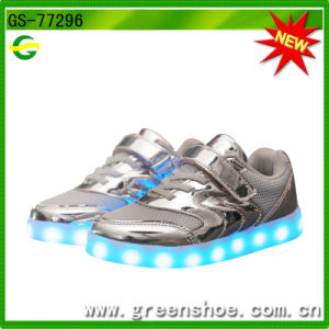Children Best Gifts LED Luminous Children Lighting Shoes pictures & photos