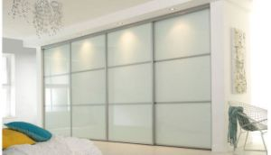 Wardrobe with 3 Sliding Doors pictures & photos