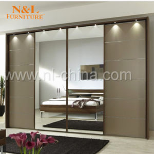 N&L Sliding Door MFC MDF Wooden Wardrobe Walk-in Closet pictures & photos