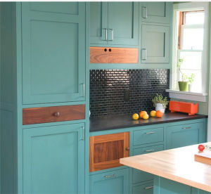 2015 Welbom Country Style Solid Wood Kitchen Cabinet pictures & photos
