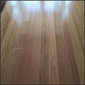 122mm Solid Australian Blackbutt Wood Flooring pictures & photos