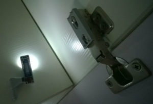 Smart LED Hinge Light with 123A Battery pictures & photos