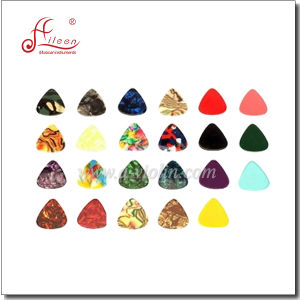 Hot Sale Wholesales Guitar Pick Color Celluloid (G-P02) pictures & photos